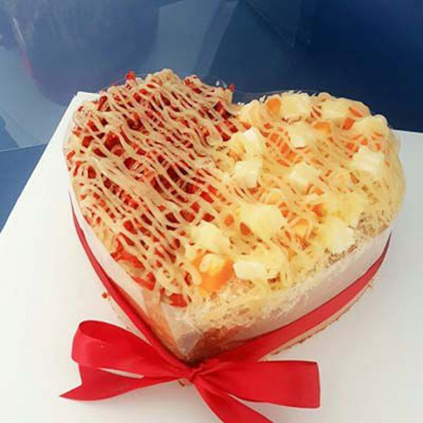 Bánh sinh nhật mặn bông lan trứng muối ấn tượng độc đáo