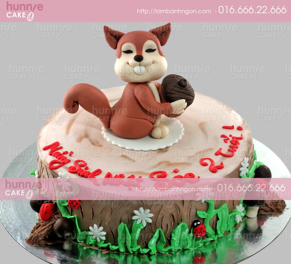 Bánh gato sinh nhật nặn 3D hình con Sóc răng vẩu đang ôm hạt dẻ 3441