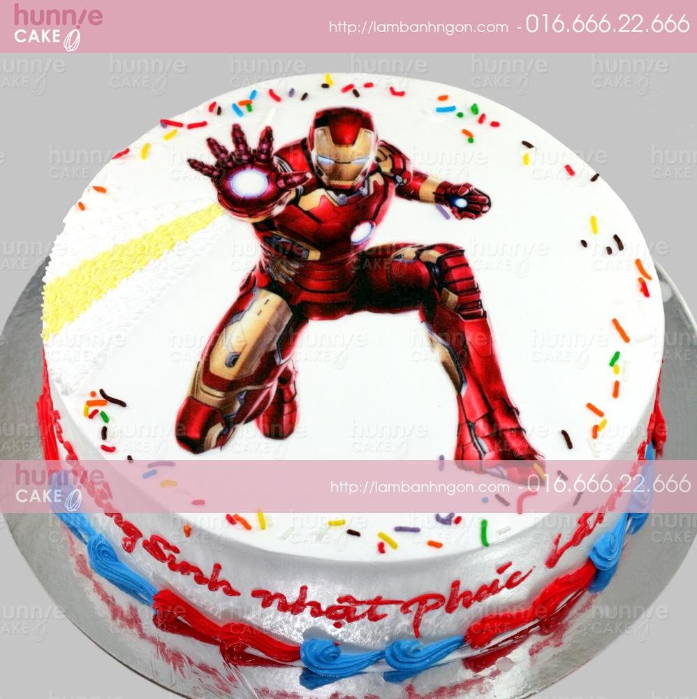 Bánh gato sinh nhật in ảnh Người Sắt Iron Man đang phóng chưởng năng lượng 3392